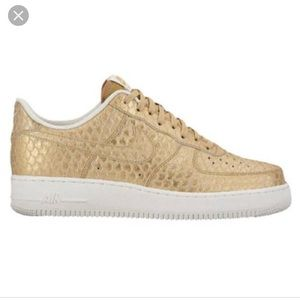 71fa97c7c135 Nike Shoes - Nike Air Force 1 Piranha Golden Scales 8.5 LV8